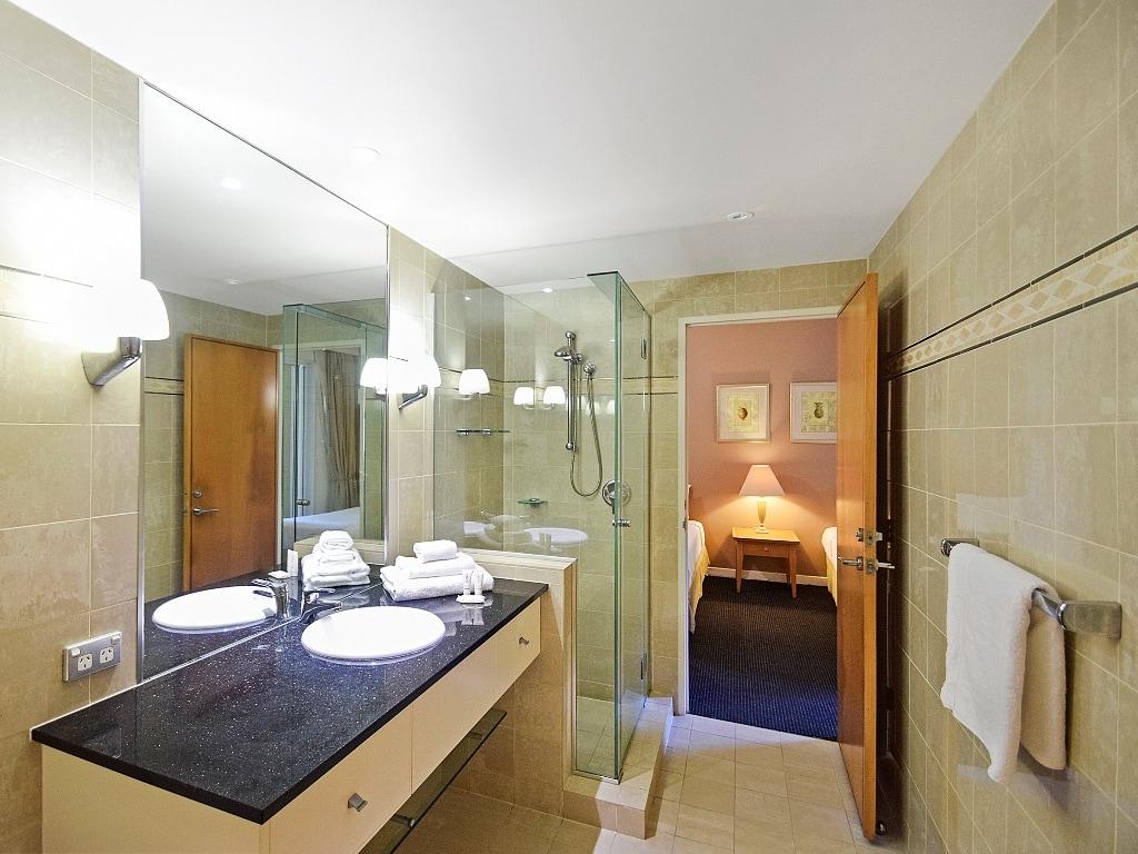 Laguna on Hastings - Bathroom
