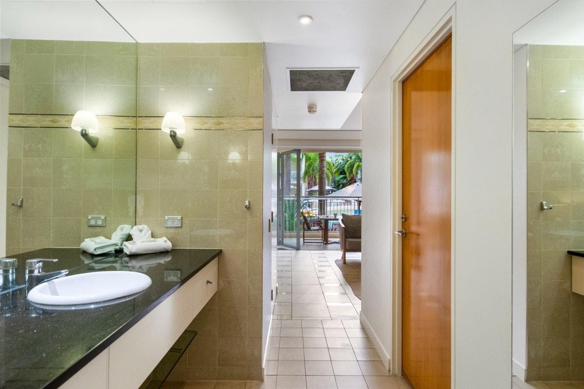 212 Laguna on Hastings - Bathroom